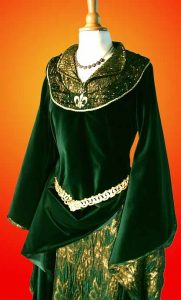 Ewoyns grünes Samtkleid